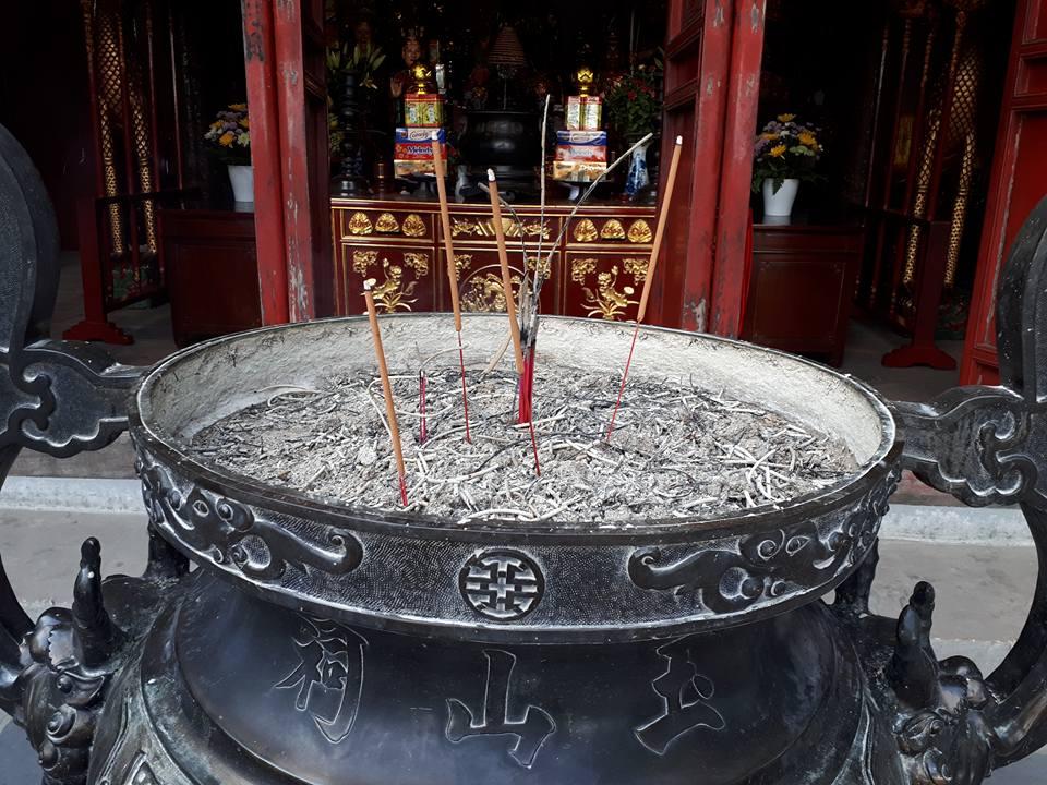 Angella Bloody Encens Hanoi